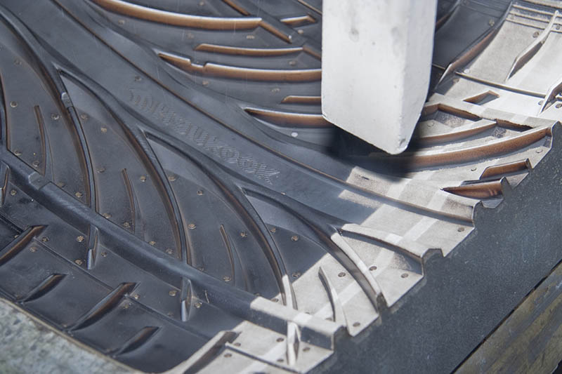 DRYICEBLASTING_INDUSTRIES_RUBBER_TIRES_TIREMOLDCLEANING (2)