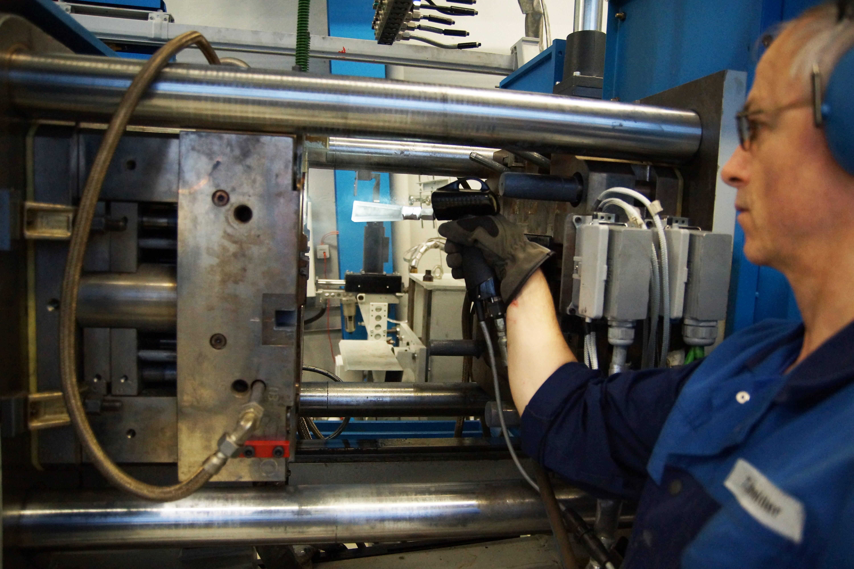 Dry ice blasting die casting