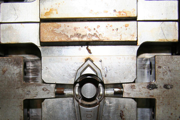 injection mold cleaning_dry ice blasting